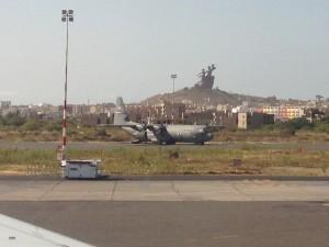 Avions de transport de l'US Air Force à l'aéoroport de Dakar dans le cadre de la lutte contre Ebola Cc Daye Diallo